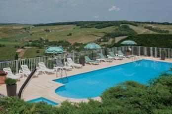 hotel-sancerre-piscine-paralax