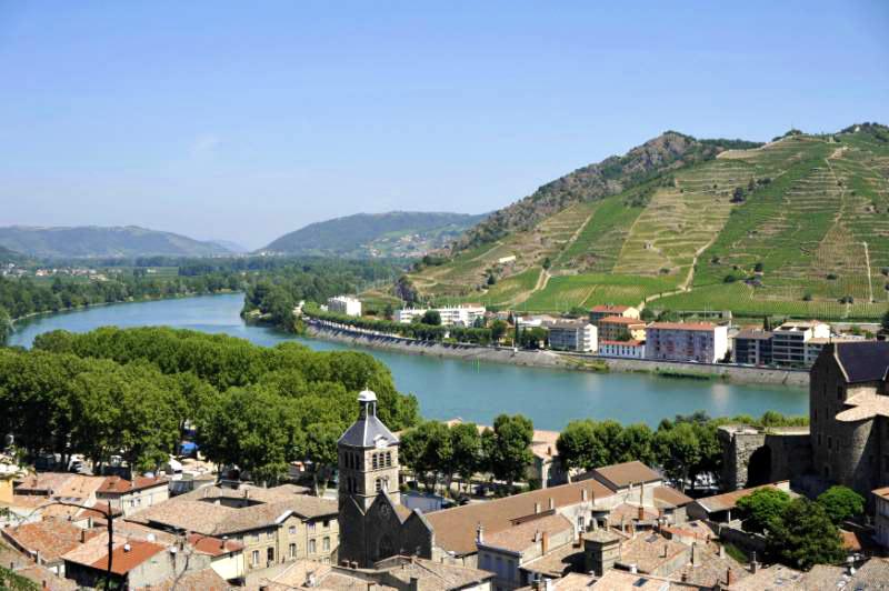 Tournon, le Rhône vu du château (07)